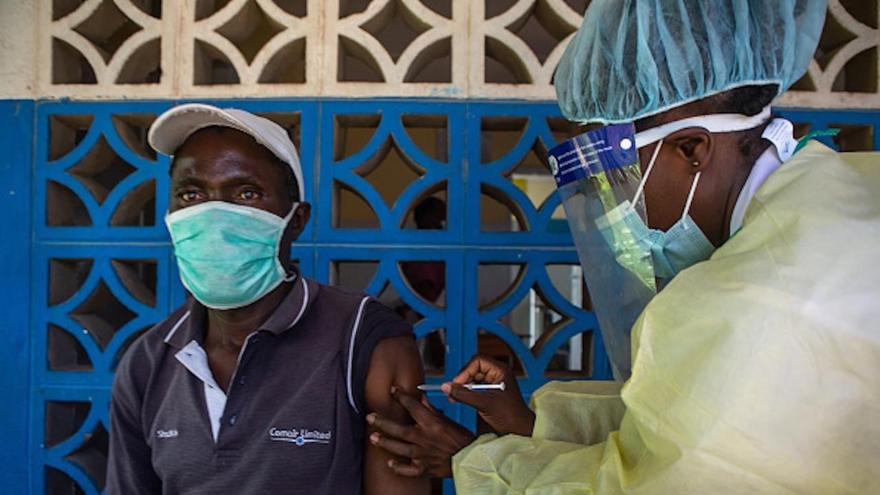 Нигерия започва ваксинaция срещу COVID-19