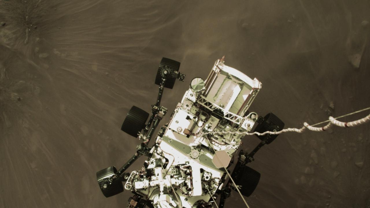 """Роувърът """"Пърсивиърънс"""" направи първите си стъпки на Марс"""