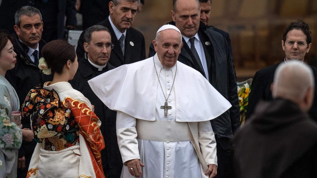 Историческа среща: Папа Франциск и аятолах Али Систани