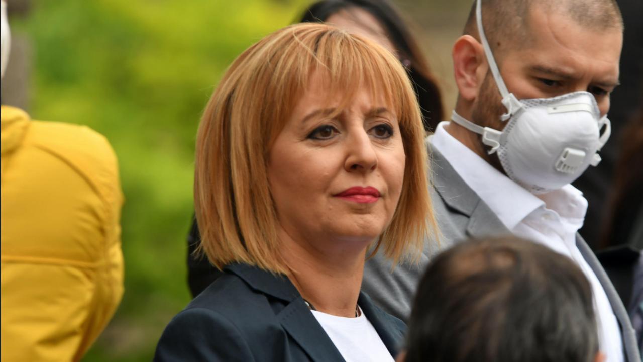 """Майките от """"Системата ни убива"""" погнаха Мая Манолова пред БНТ"""