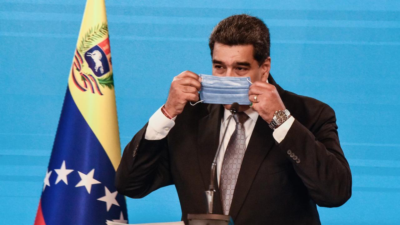 """Мадуро и съпругата му се вкасинираха със """"Спутник V"""""""