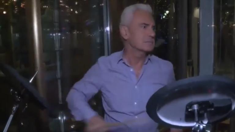 Сидеров куфее с барабаните на
