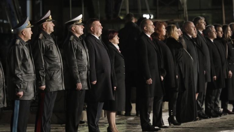 Политици присъстваха на тържествената заря-проверка по повод Трети март