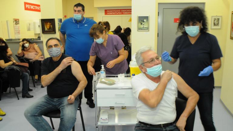 Проф. Гетов: Ваксините изграждат по-дълъг и по-траен имунитет от преболедуването
