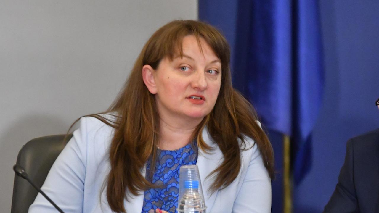 Сачева: ГЕРБ предвижда средната работна заплата да бъде 1000 евро