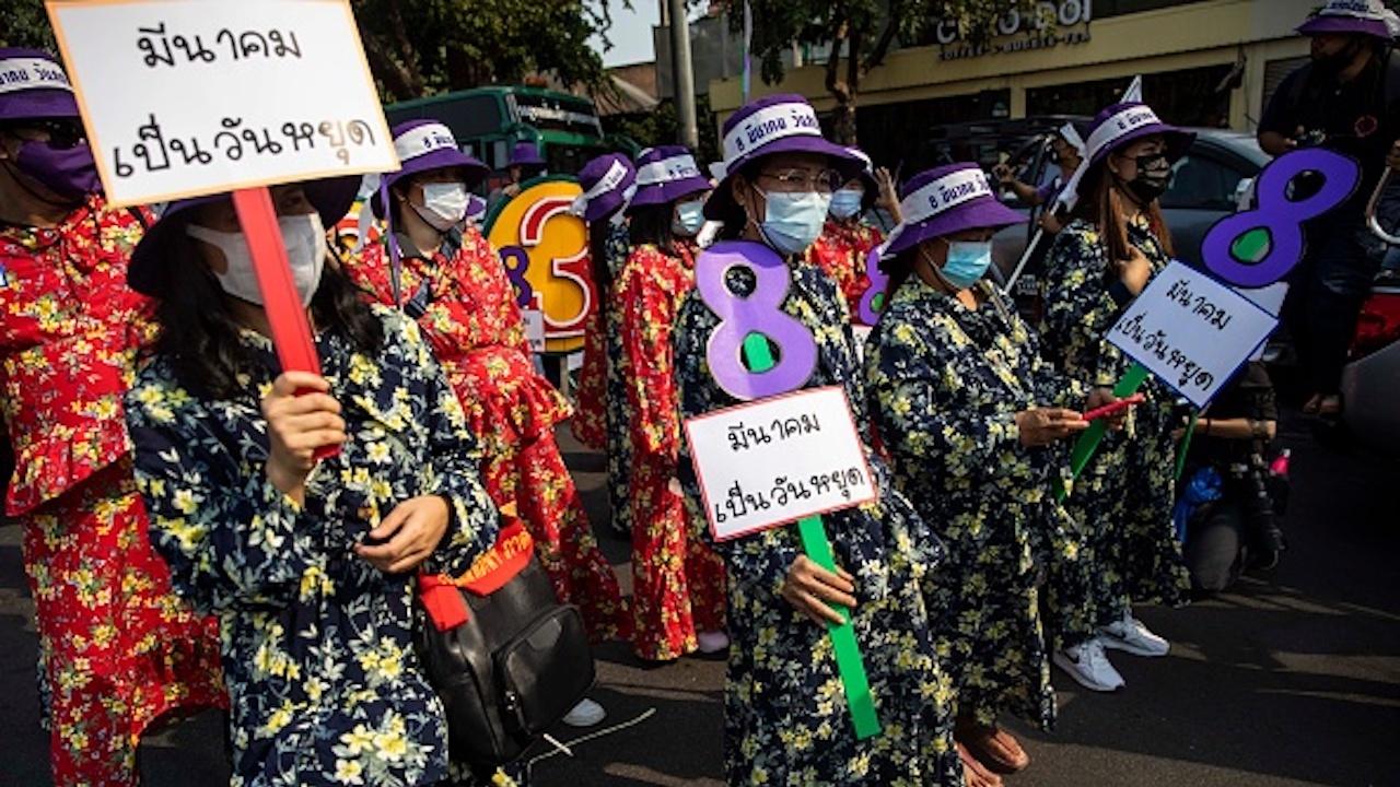 Активисти в Тайланд са с повдигнати обвинения за противодържавна дейност и оскърбление към монархията