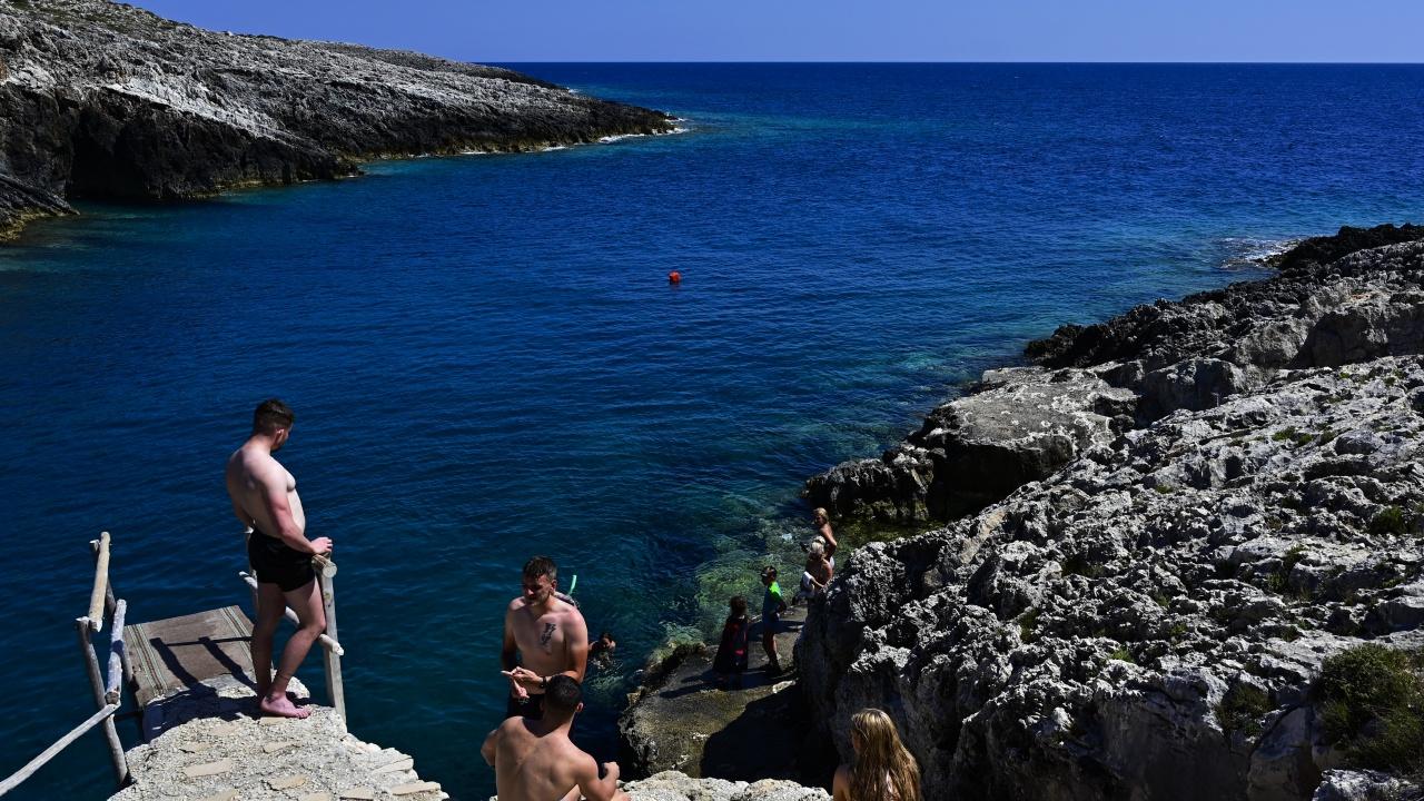 Гърция се надява да отмени ограниченията за туризма през май