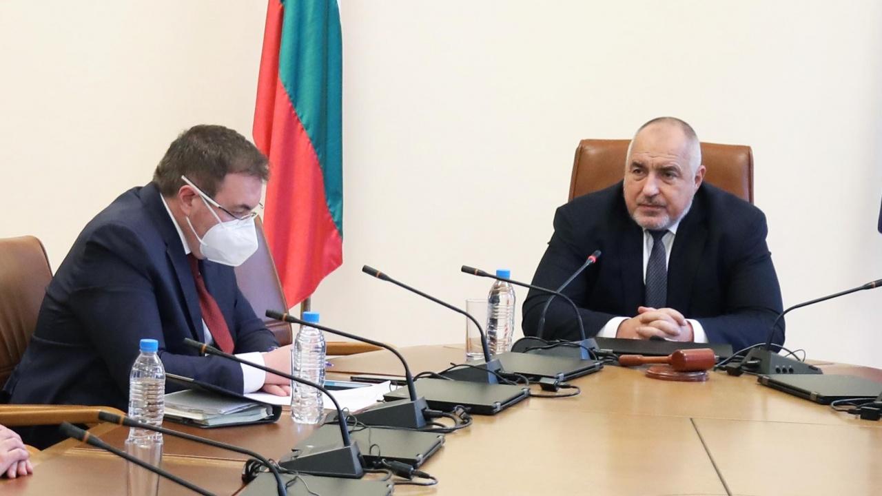 Борисов спря отпуската на проф. Ангелов заради COVID ситуацията. Затягат мерките, ако се наложи