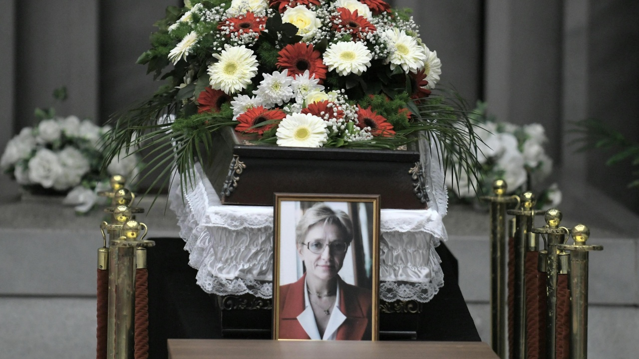 Роднини и приятели се сбогуваха с Клара Маринова