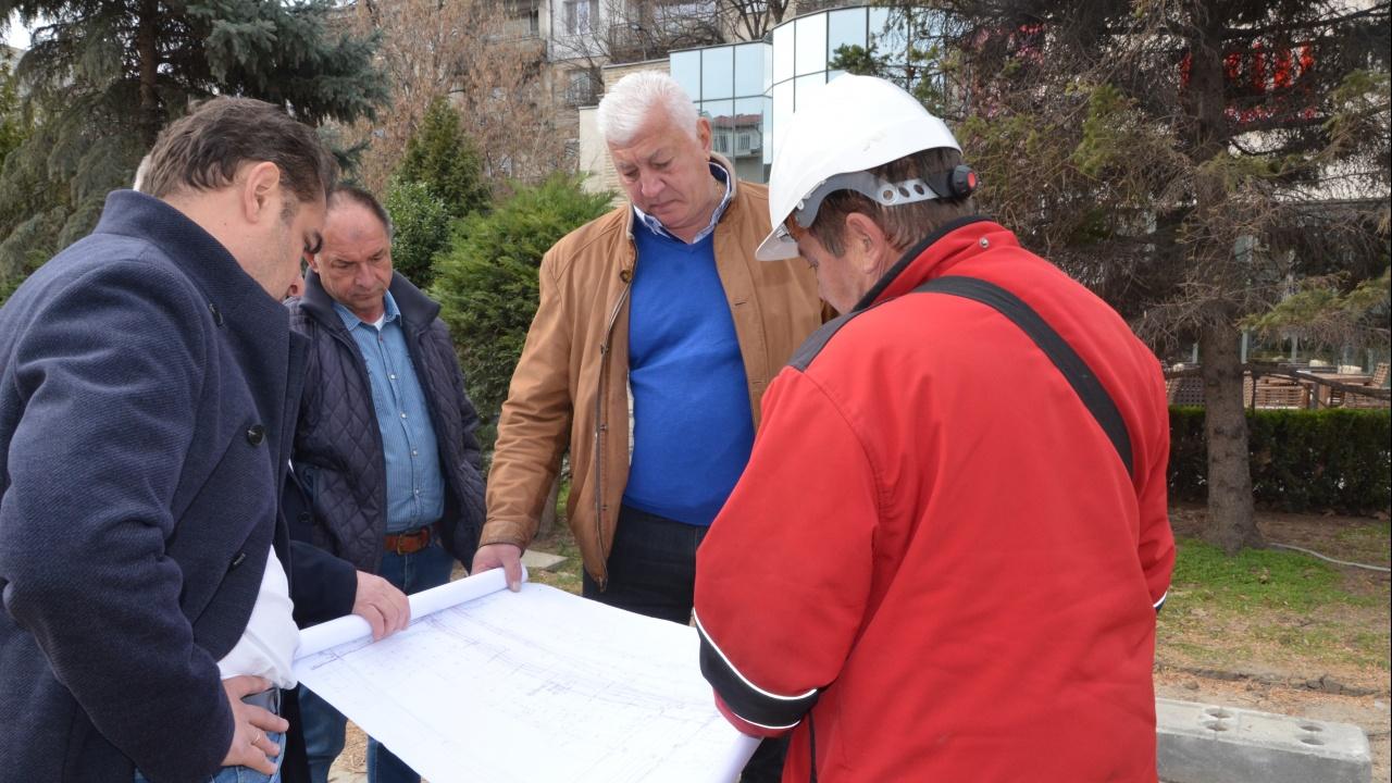 """Кметът на Пловдив инспектира строителството на подлеза """"Модър - Царевец"""""""