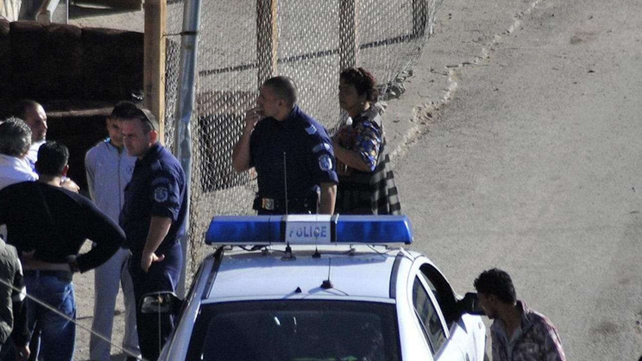 54-годишен нападна с нож полицаи в Смядово