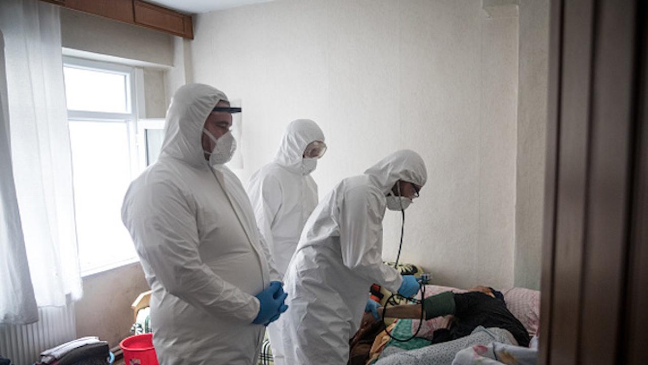 За една година в Плевенско с COVID-19 са диагностицирани близо 8500 души, 430 са починали