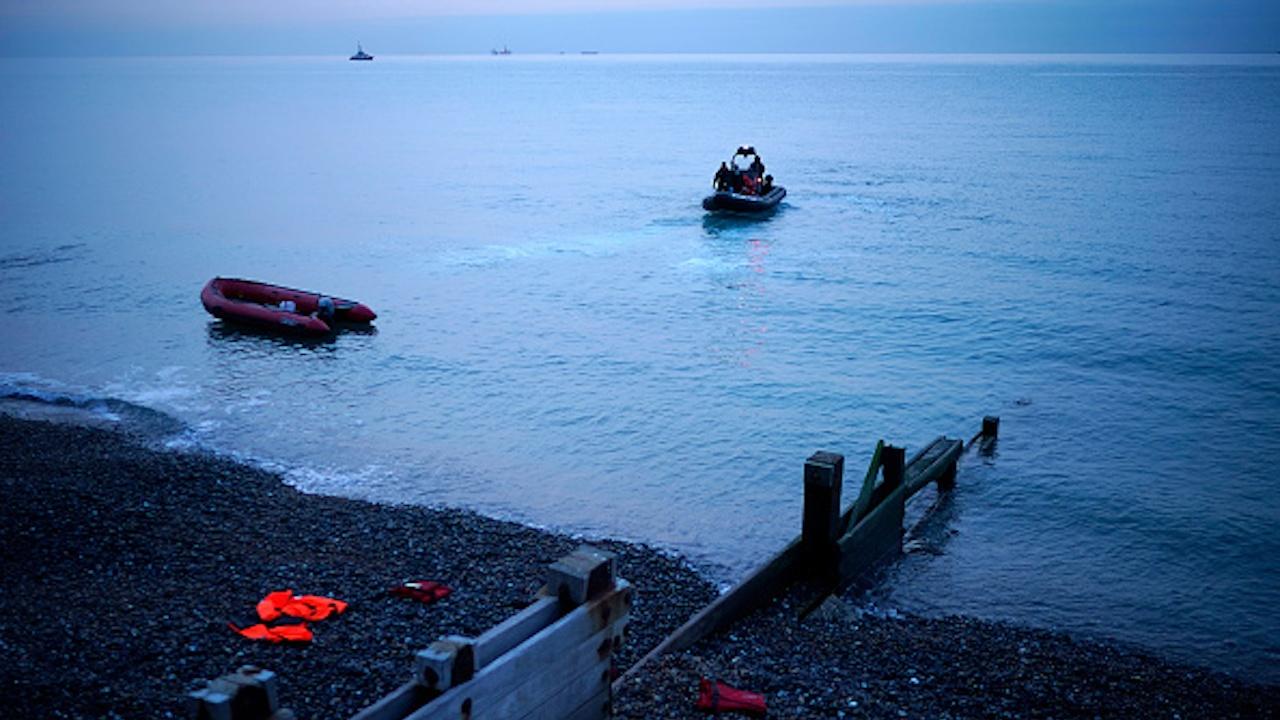 Близо 40 африкански мигранти загинаха при потъването на корабче край бреговете на Тунис