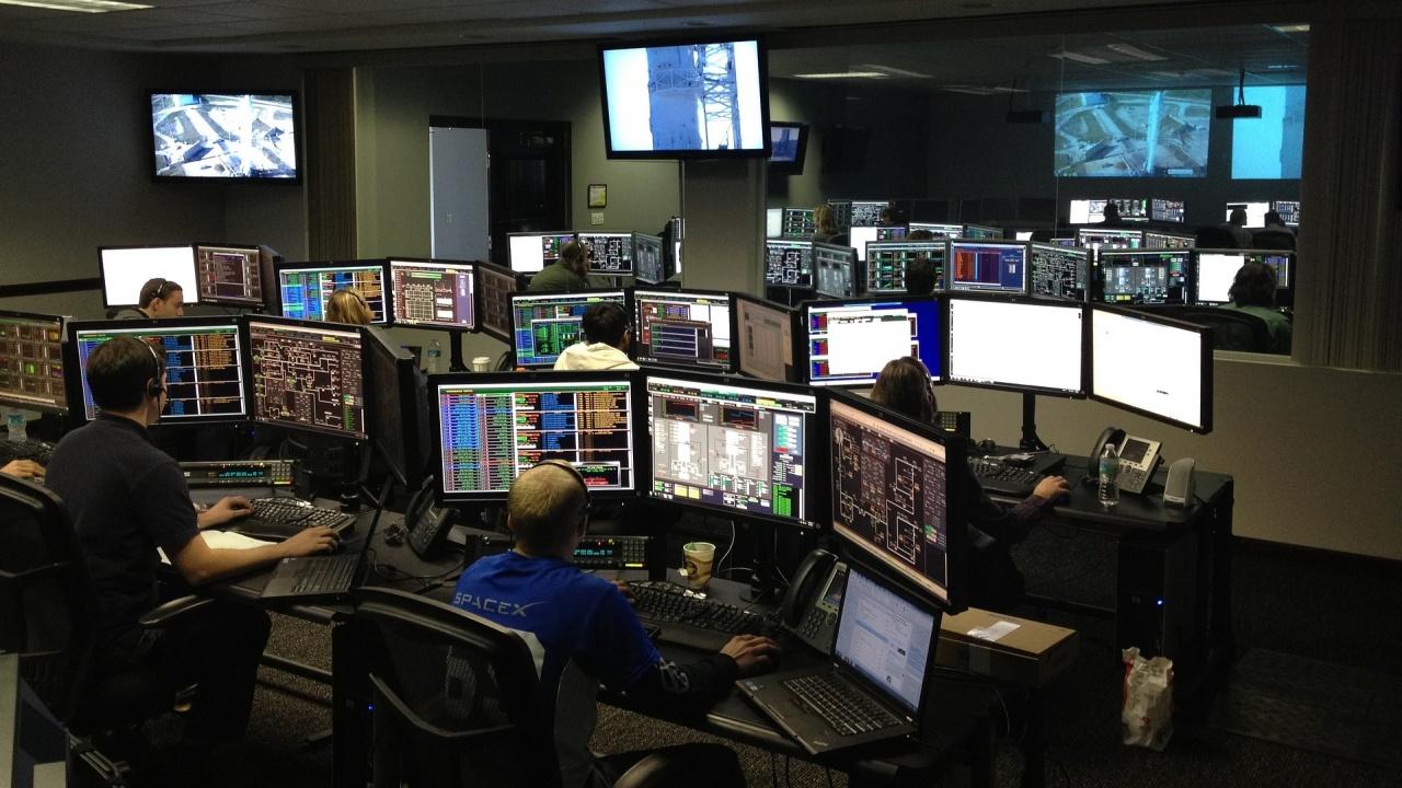 """Спейс Екс отложи изстрелването на 60 микроспътника """"Старлинк"""""""