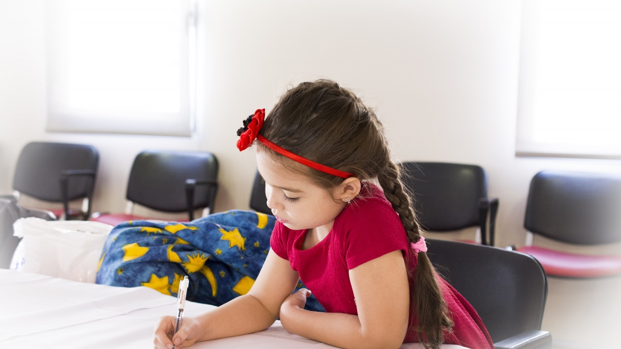 Подпомагат семействата на всички ученици от 1 и 8 клас през новата учебна година