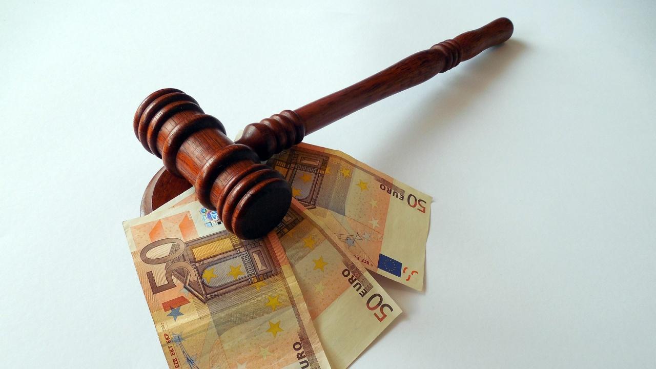 Разследващи полицаи от ГПУ-Калотина са предадени на съд за подкупи