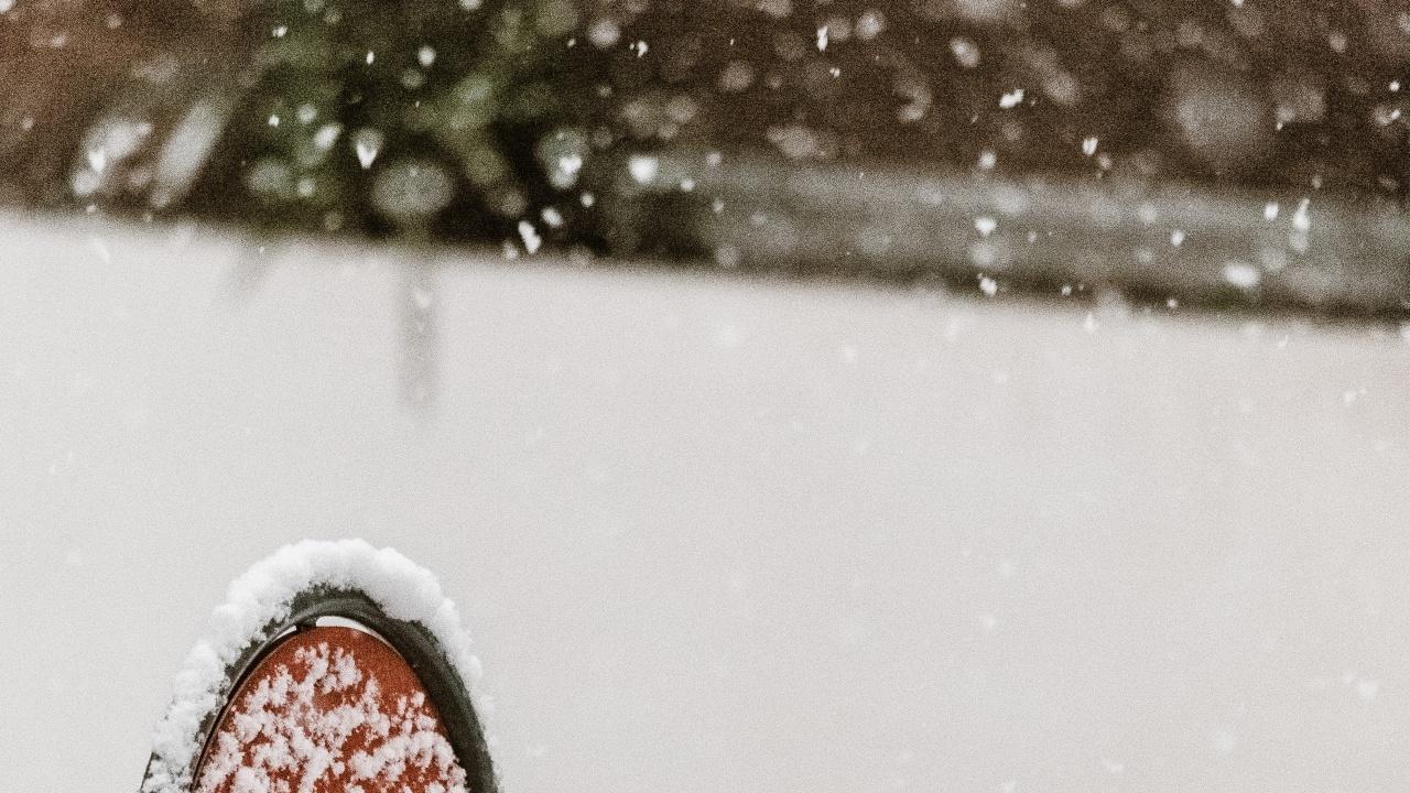 Жълт код за снеговалежи в 14 области днес