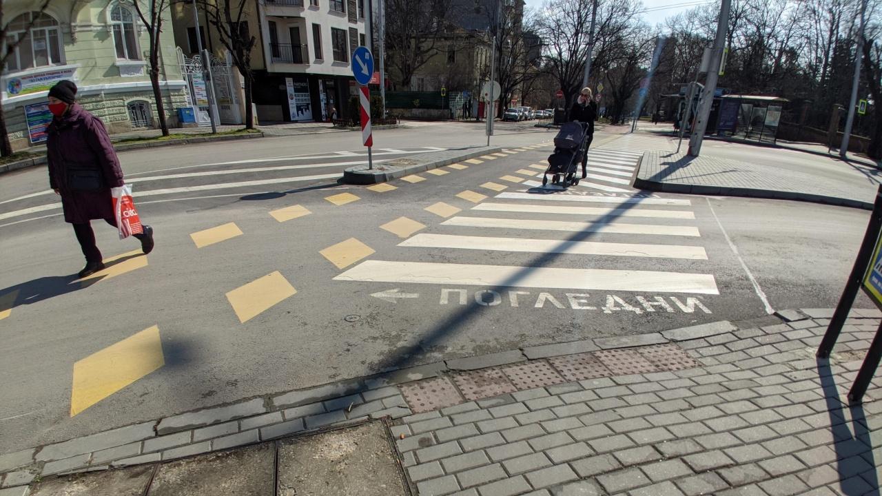 Умни пътеки ще пазят пешеходците във Варна