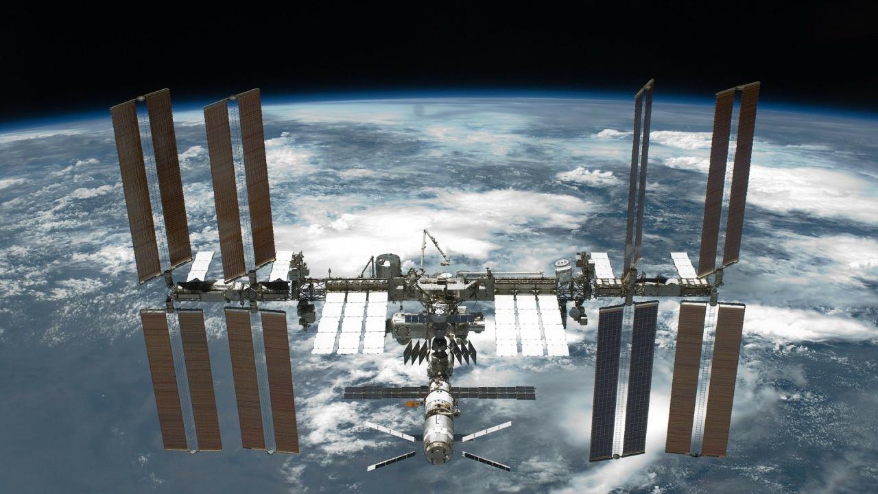 Американски астронавт и руски космонавти се отправят към МКС на 9 април