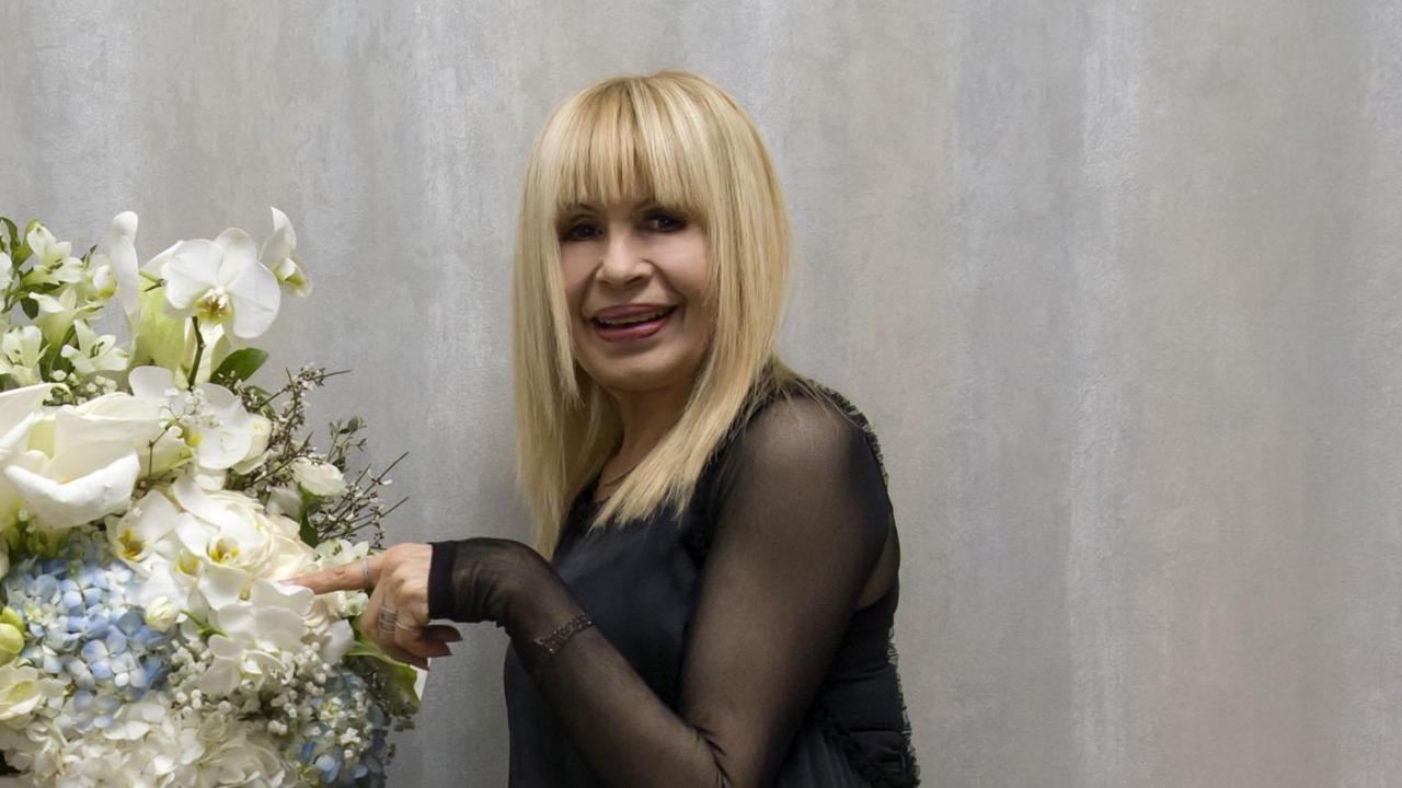Лили Иванова подарява ботушите и якетата си на фенове