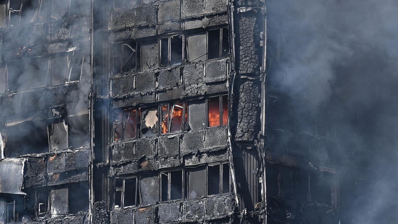Най-малко 20 души загинаха при пожар във фабрика за дрехи в Египет