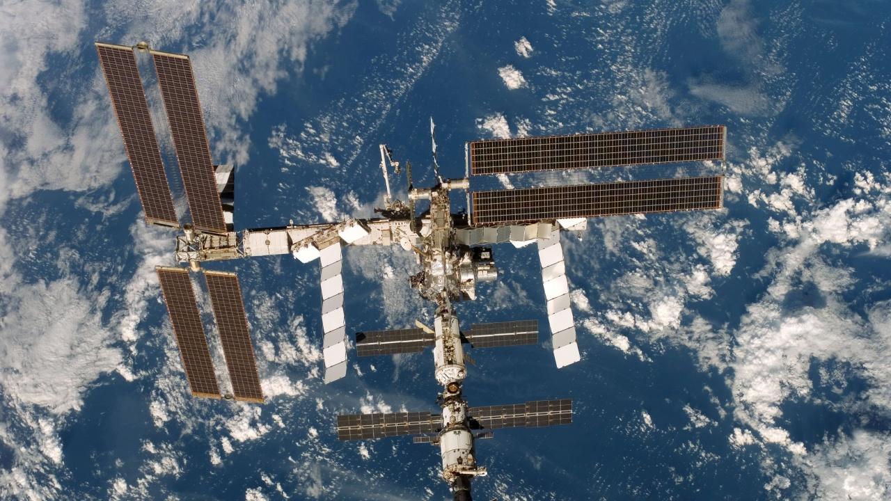Руски космонавти ремонтираха пукнатината на МКС