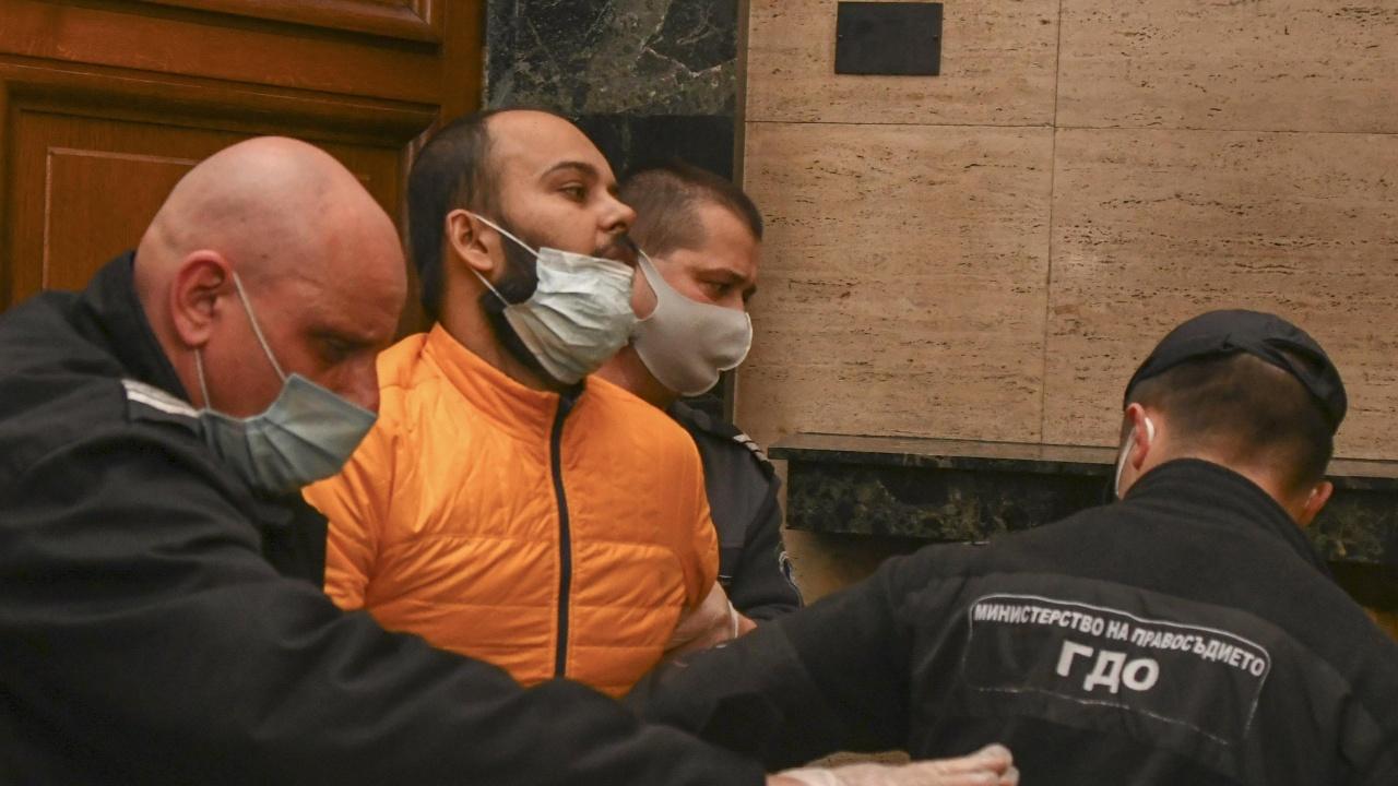 Настаняват в психиатрия индиеца, буйствал в самолет