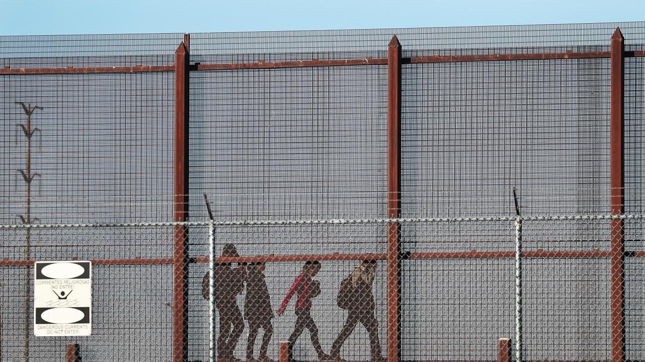 Кипър строи 11-километрова ограда, за да не допуска мигранти