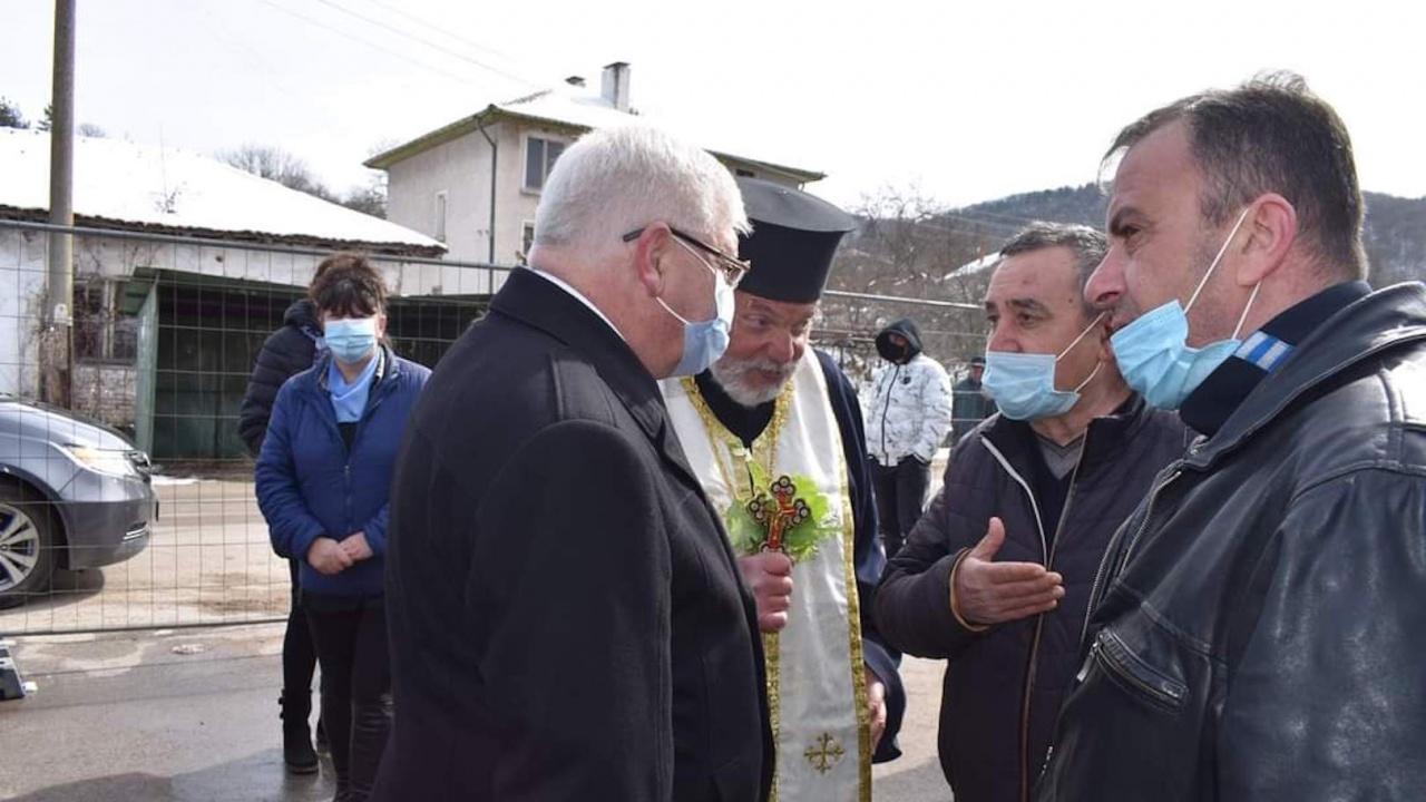 Кирил Ананиев присъства на първата копка на реконструкцията на водопровода в  две радомирски села