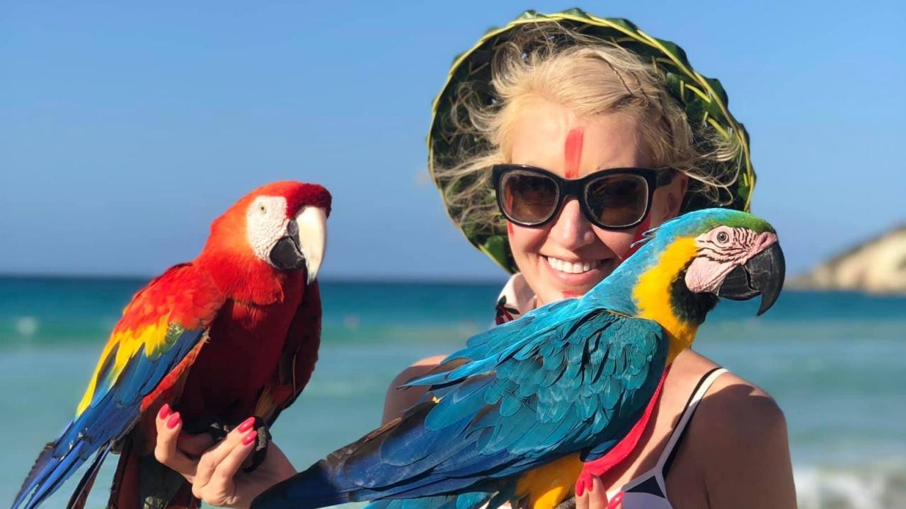 Мисис Баба празнува развода си в Доминикана