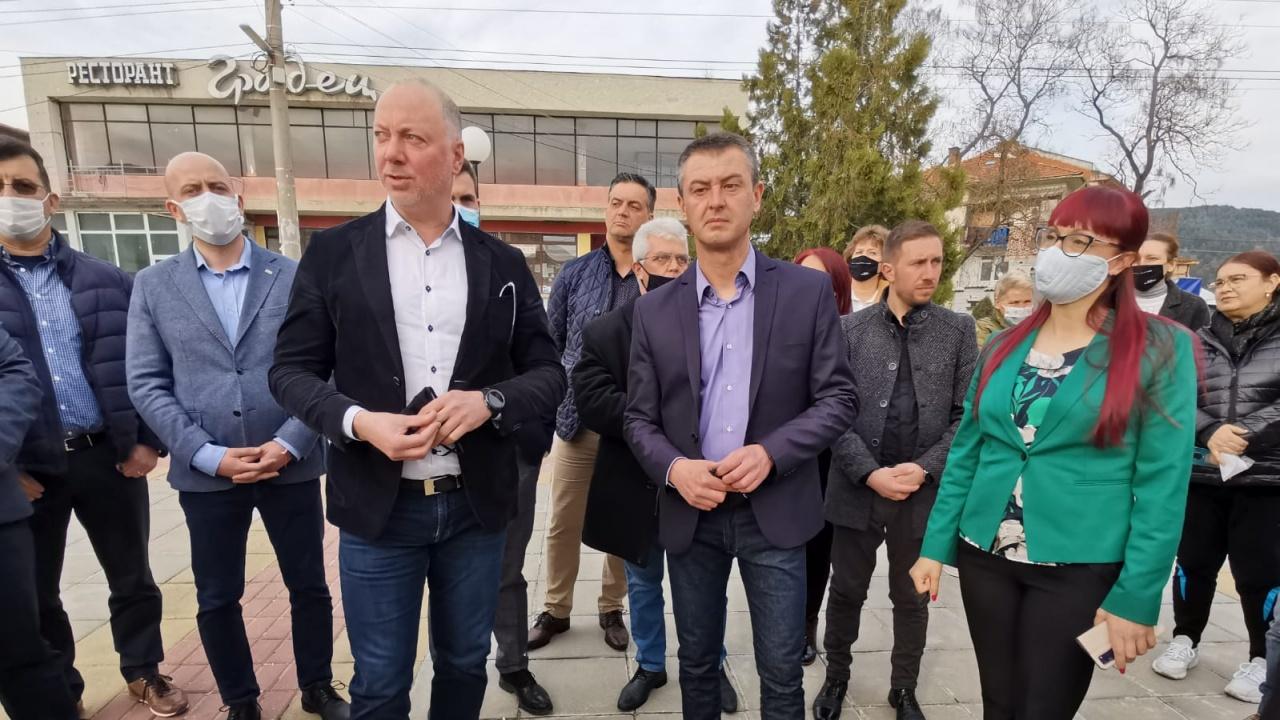 Росен Желязков: След 10 дни започва ремонтът на пътя с. Господинци – с. Огняново