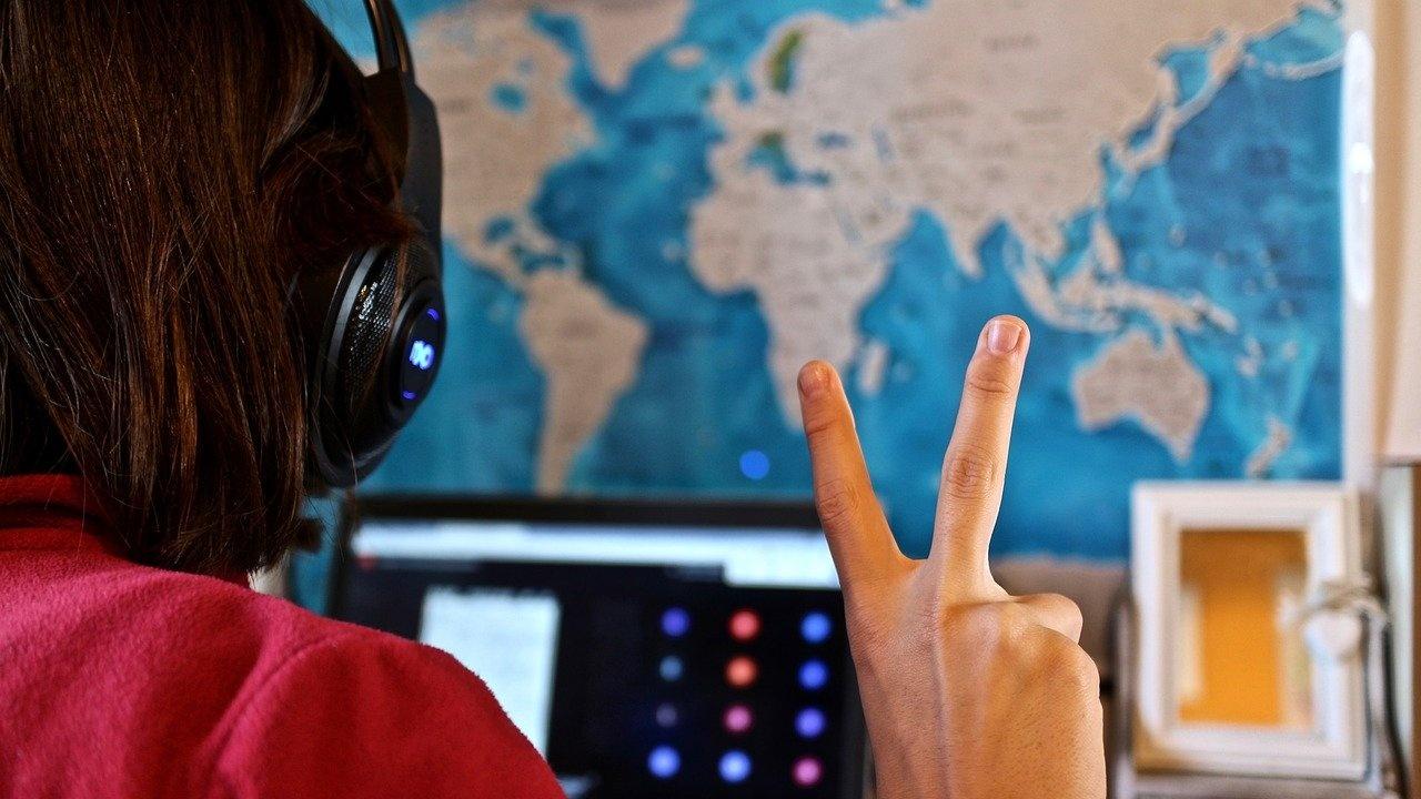 МОН започна проект за осигуряване на равен достъп до виртуалните класни стаи