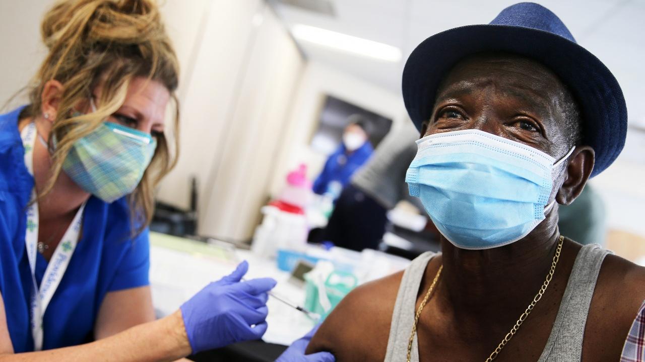 Над 100 милиона дози от ваксини срещу COVID-19 са поставени в САЩ