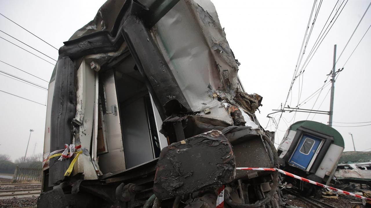 Излезлият от релсите вагон в Сливенско отново дерайлира