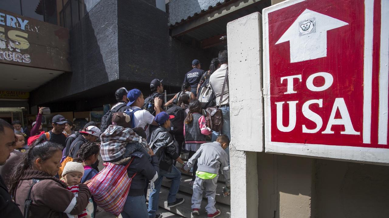 Правителството на САЩ не смогва да се справи с наплива от деца имигранти