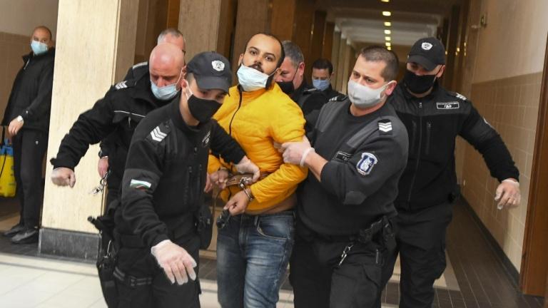 Индиецът, който приземи самолет в София, прояви агресия и в съда