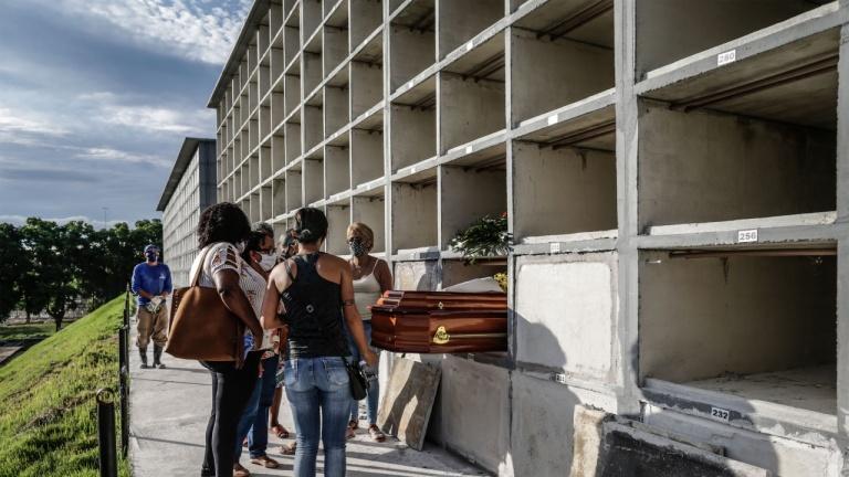 Над 700 000 починали от COVID-19 в Латинска Америка и на Карибите