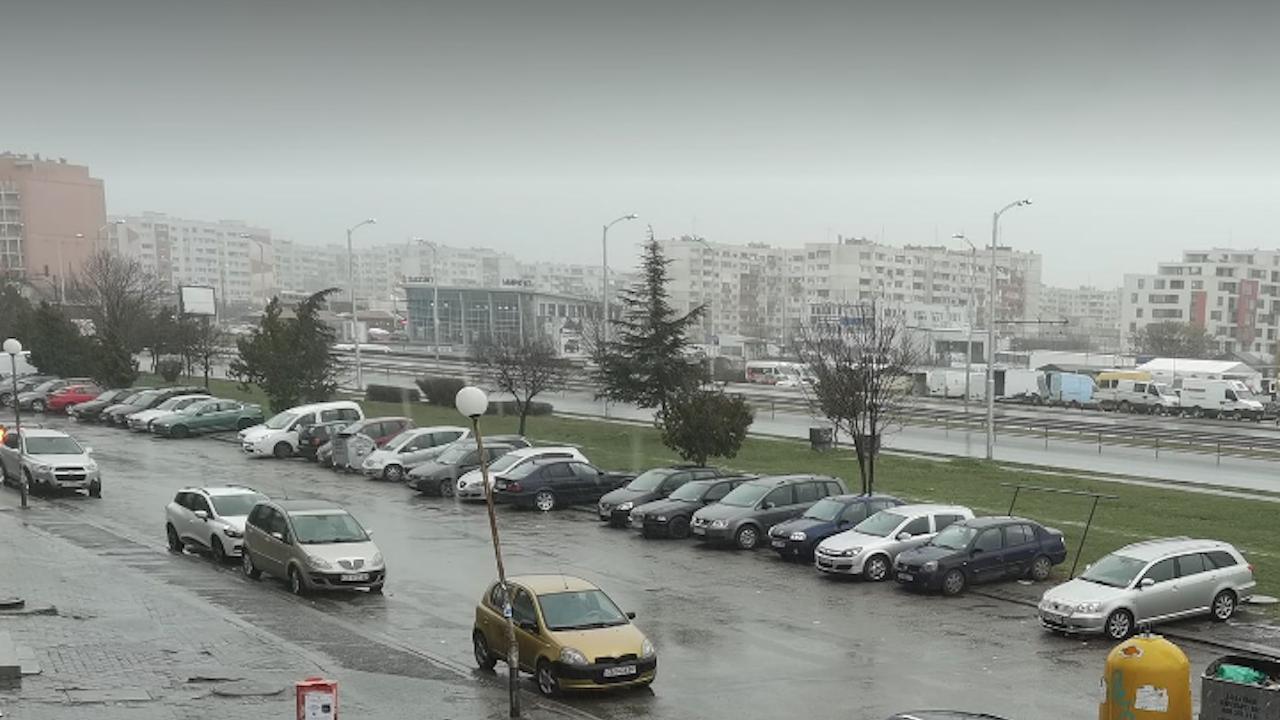 Гръмотевична буря и сняг в София