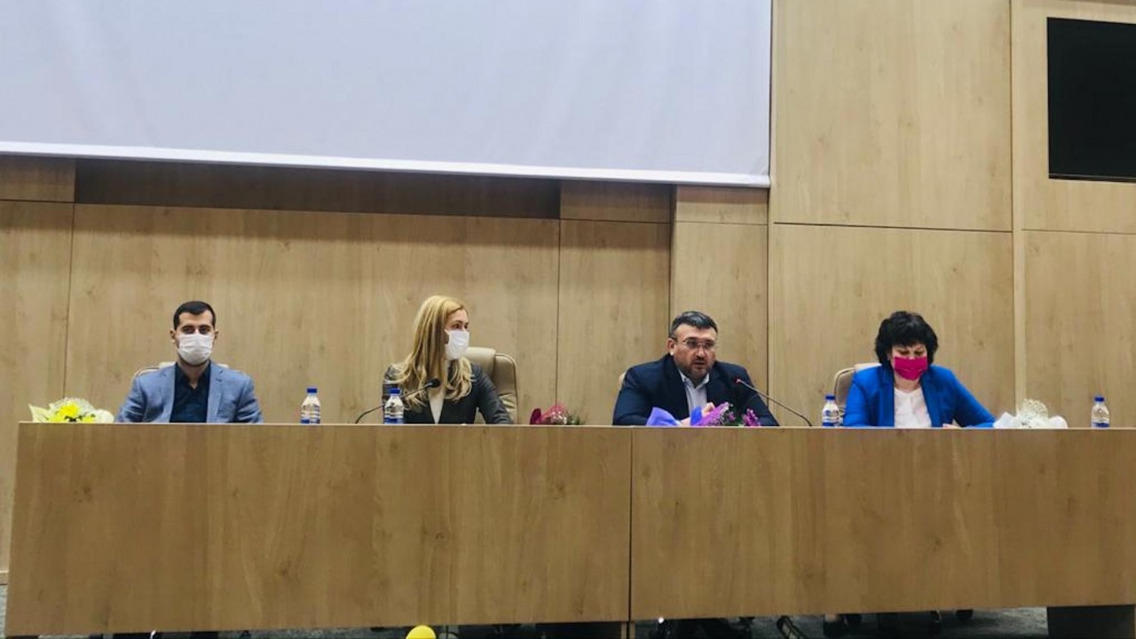 """Младен Маринов и Николина Ангелкова представиха в Ботевград приоритетите на ГЕРБ в сектор """"Образование"""""""