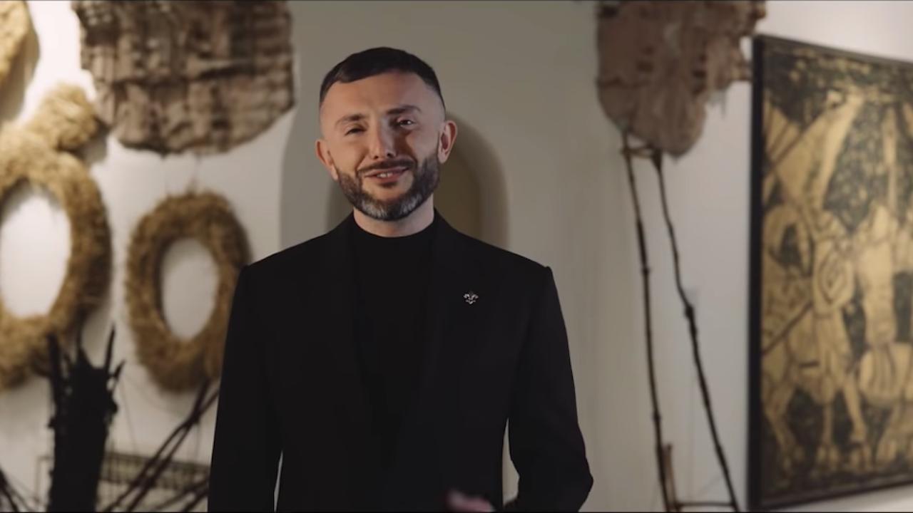 """Македонският участник на """"Евровизия"""" се извини за българския флаг в клипа си"""