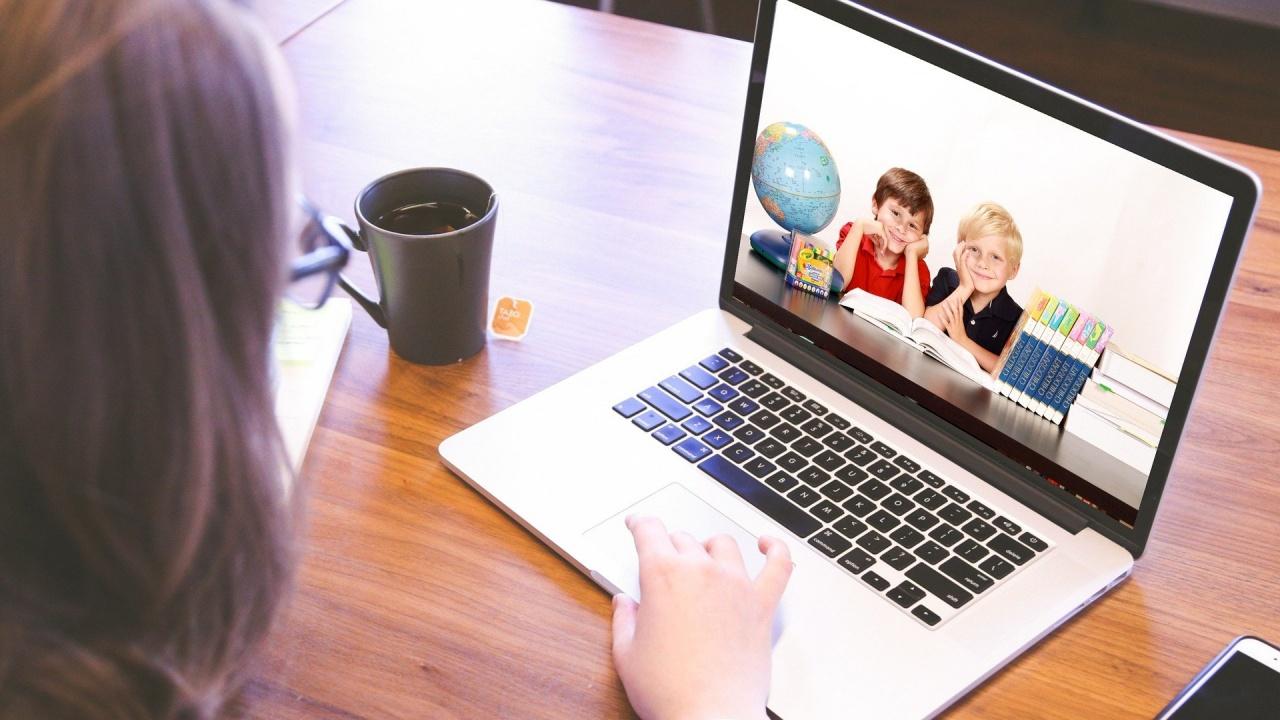 Родителите на първокласниците вече ще могат да записват децата си онлайн