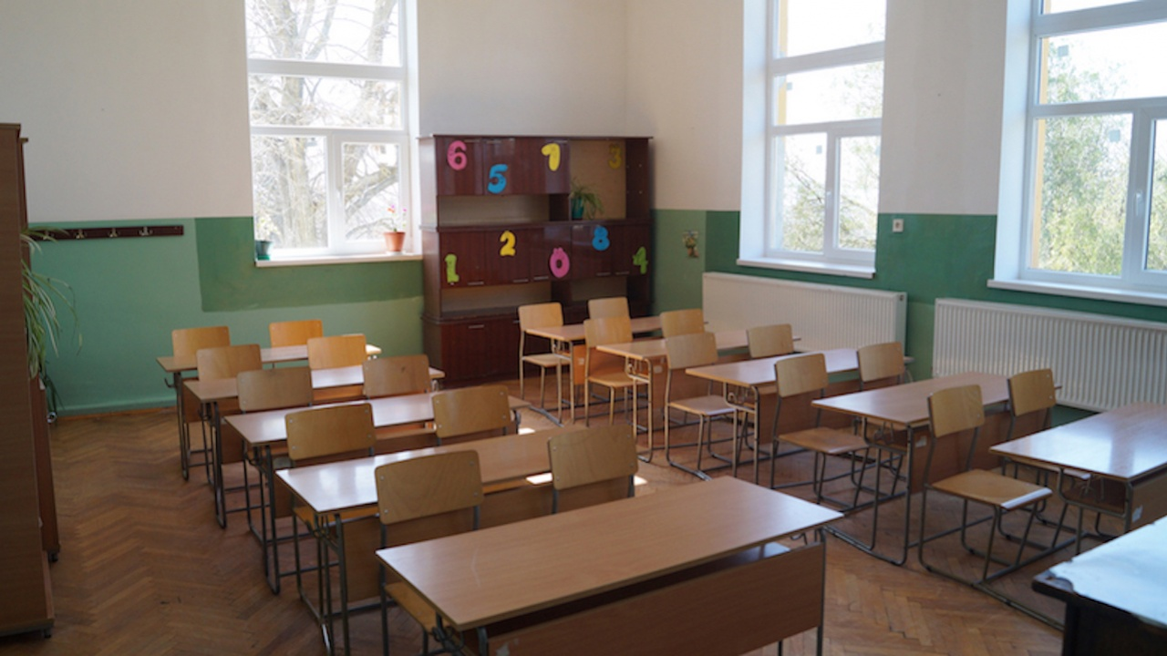 Преустановяват се присъствените учебни занятия от 5 до 12 клас в област Враца
