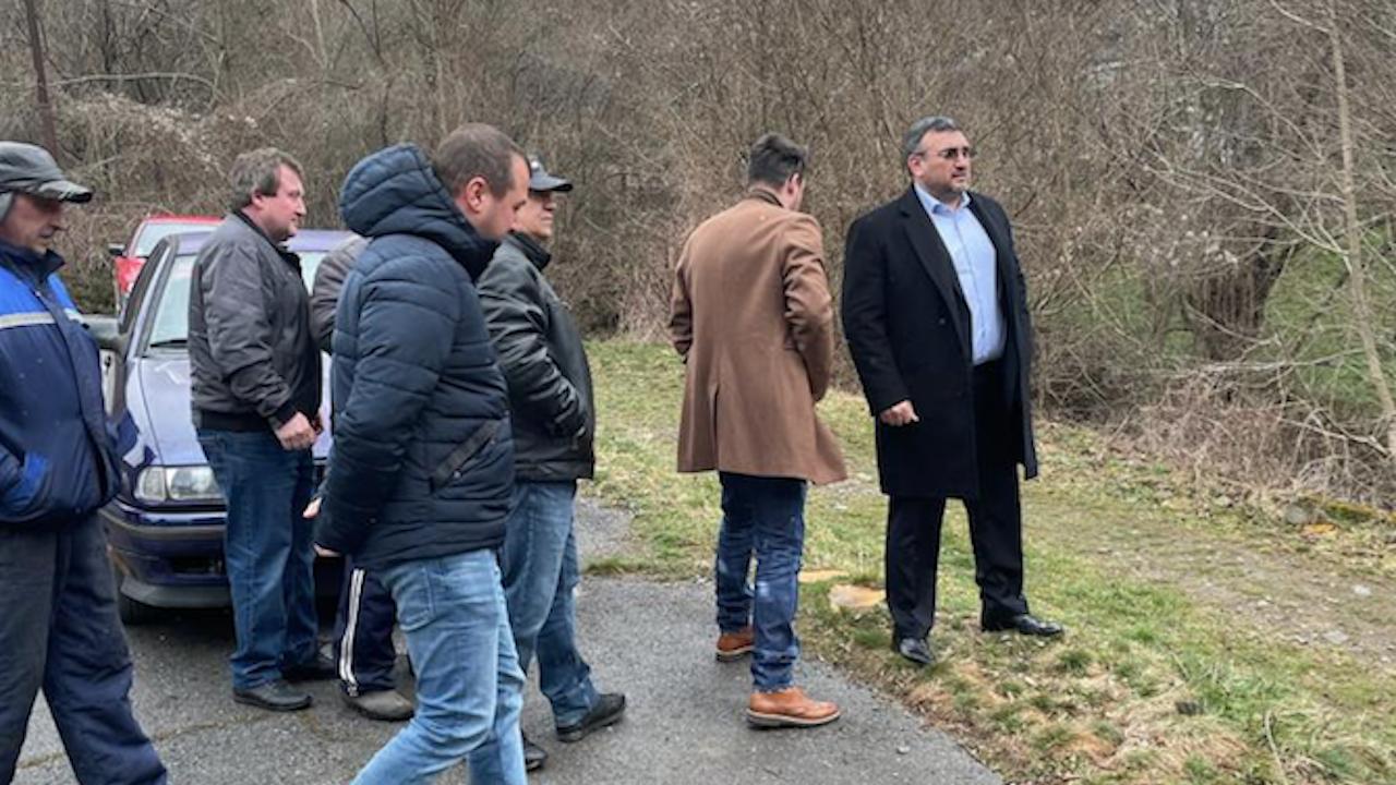 Младен Маринов се срещна с жители на селата Свидня и Искрец