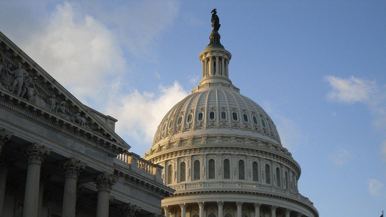 Контролираната от демократите долна камара на Конгреса на САЩ ще гласува по два имиграционни закона