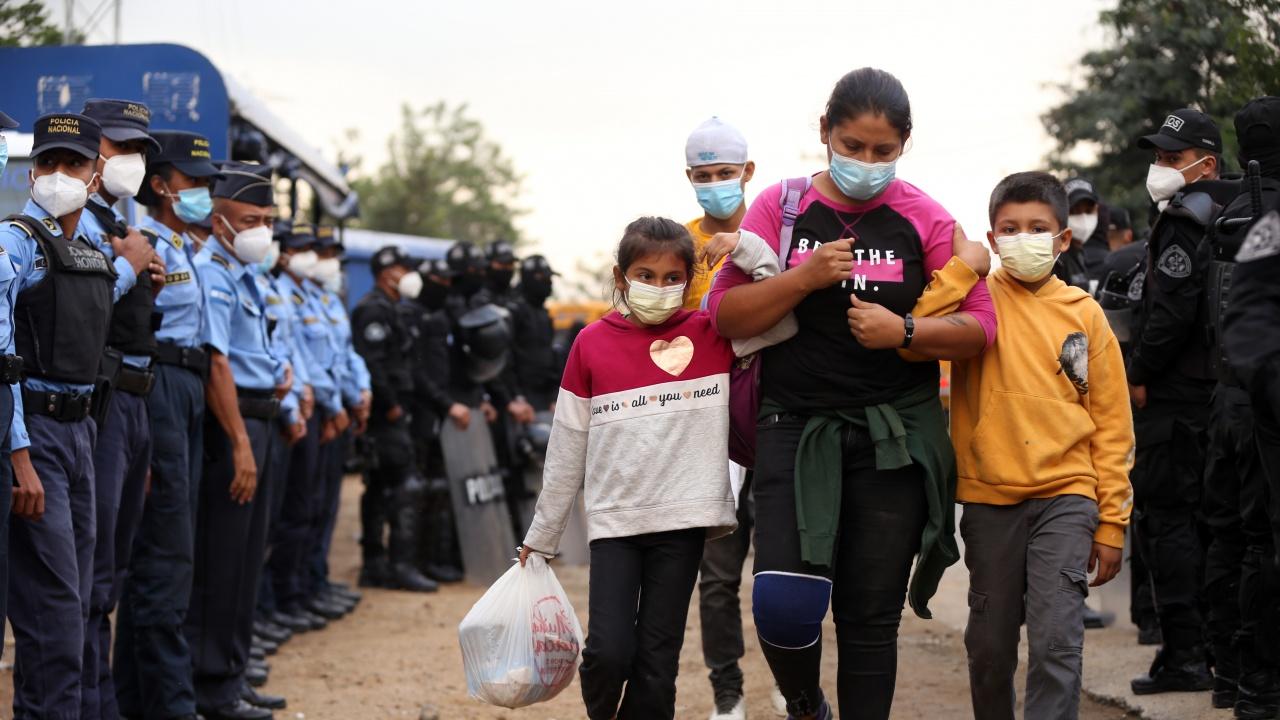 САЩ очакват невиждан от 20 години пик на нелегални мигранти?