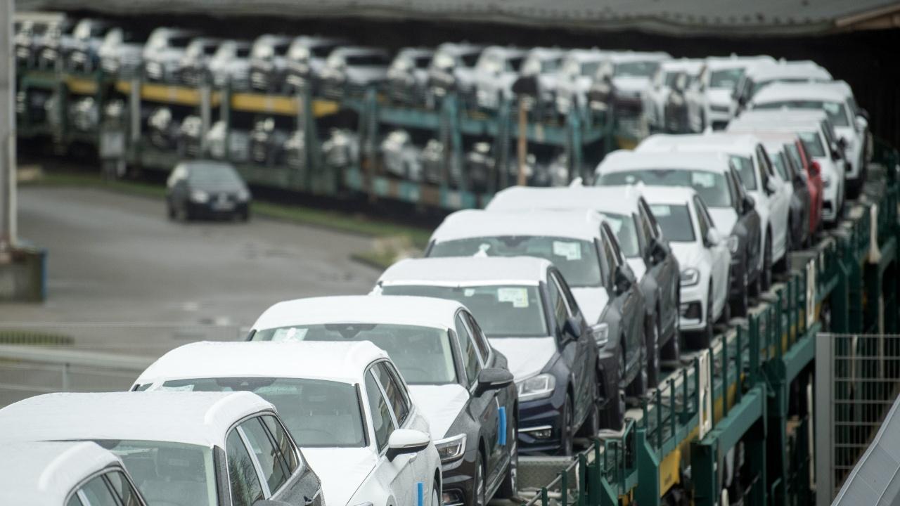 Пореден спад при продажбите на нови автомобили в ЕС и България