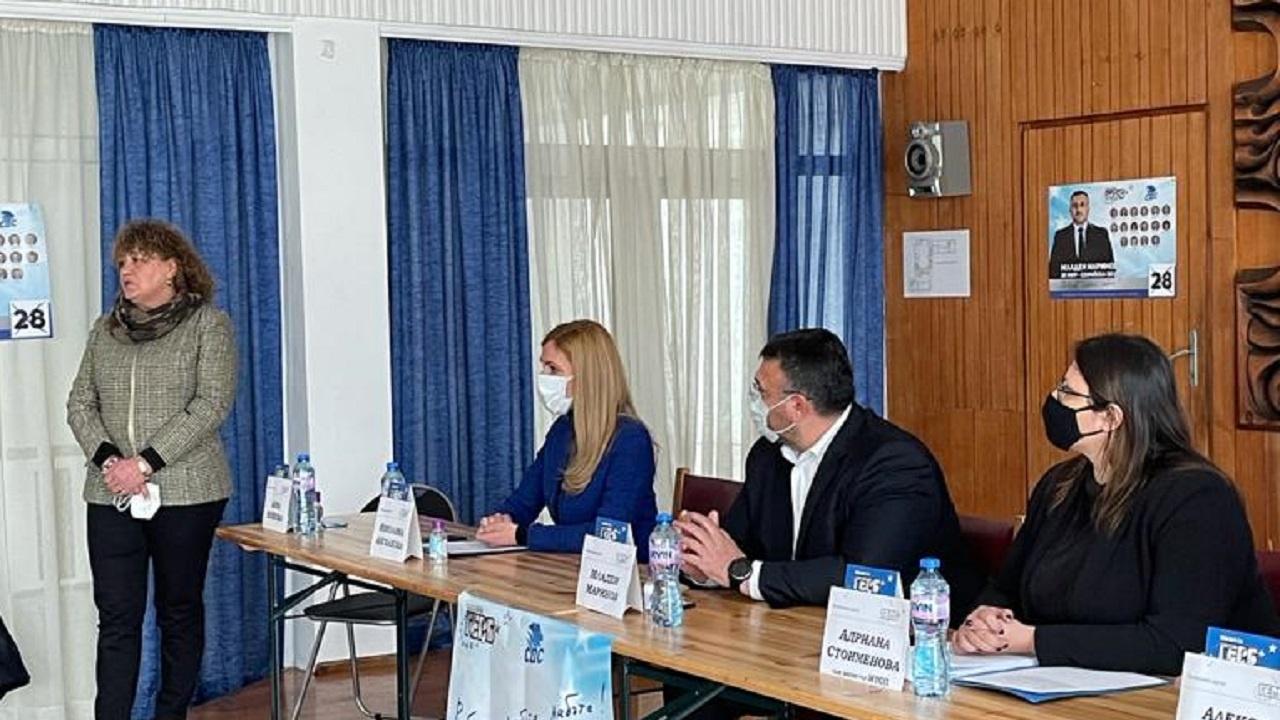 Младен Маринов и Николина Ангелкова представиха в Пирдоп социалните приоритети на ГЕРБ-СДС