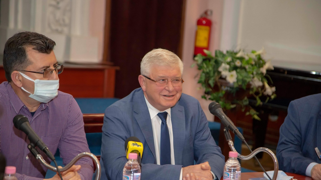 Кирил Ананиев: Няма да се откажем от образователните иновации във всички нива на системата