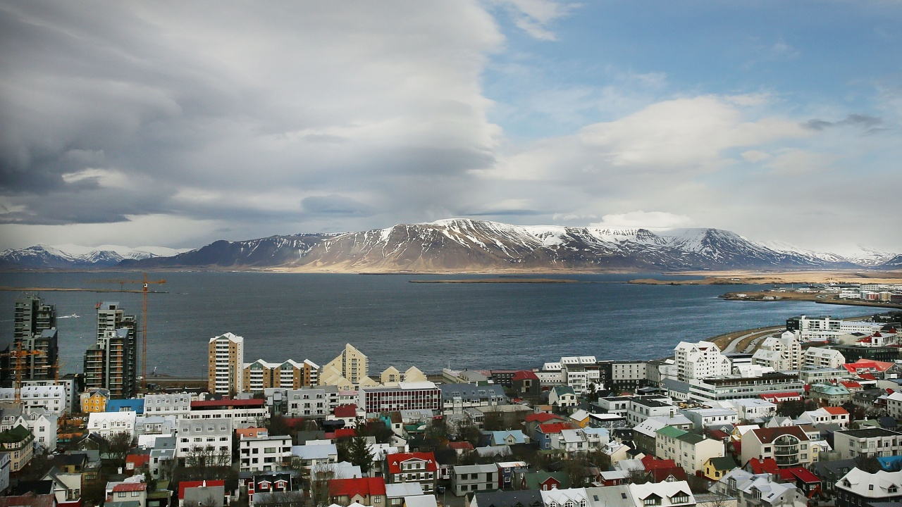 Исландия облекчава условията за влизане в страната за ваксинирани срещу COVID-19 пътници