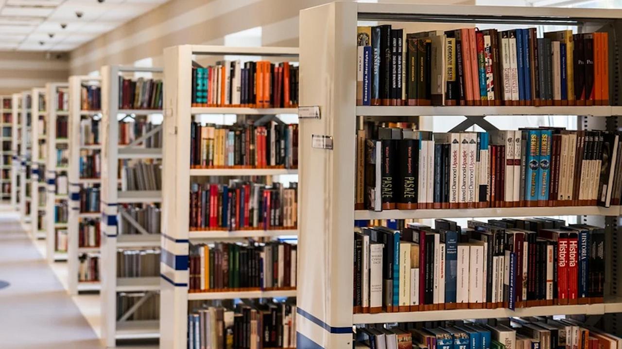 """Варненската библиотека показва уникален екземпляр на Яворовите """"Безсъници"""""""